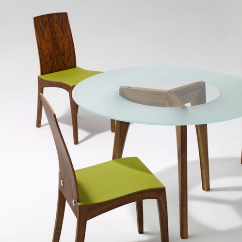 Chaise cuir vert  Par Sixay : László Szikszai