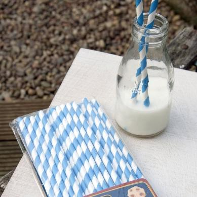 5082-paille-en-papier-bleu-et-blanc