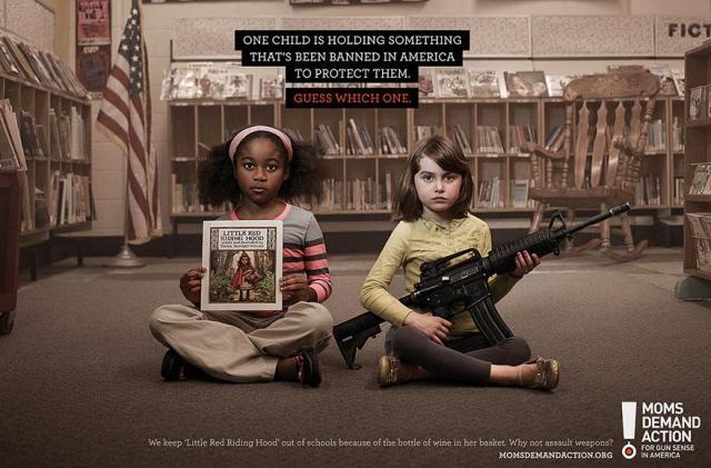 L'un des enfants tient quelque chose qui est interdit aux Etats-Unis pour les protéger. Devinez lequel ? par Momsdemandaction