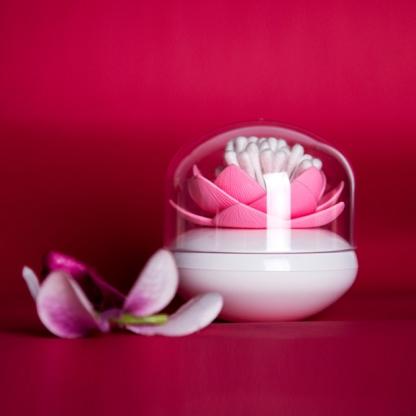 Distributeur de coton tige - Lotus blanc et rose  Qualy Design : 13.90 € sur DesignfromParis.com